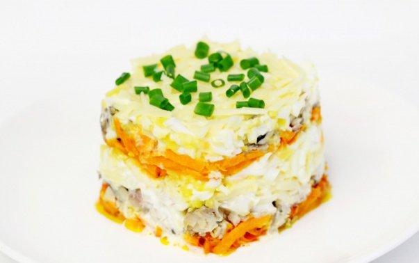 salat-iz-rybnyh-konservov-s-morkovyu