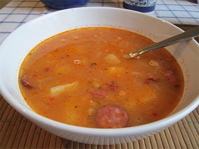 фото готового горохового супа с беконом
