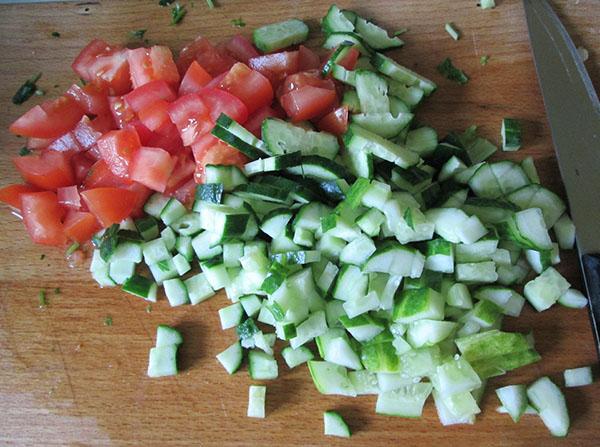 овощи для салата Цезарь на даче