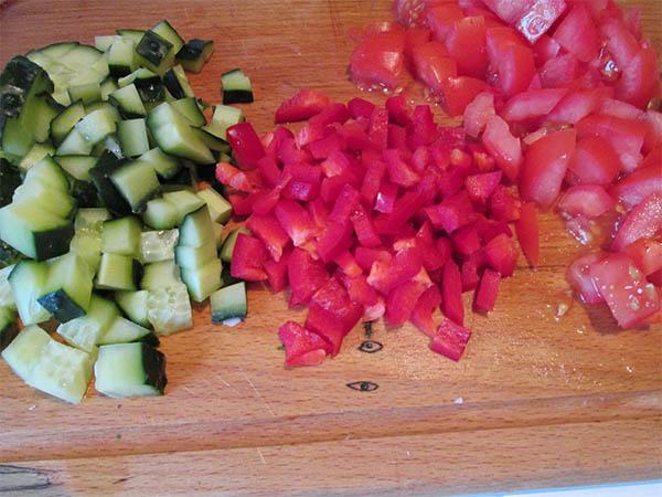 фото приготовления салата деревенского