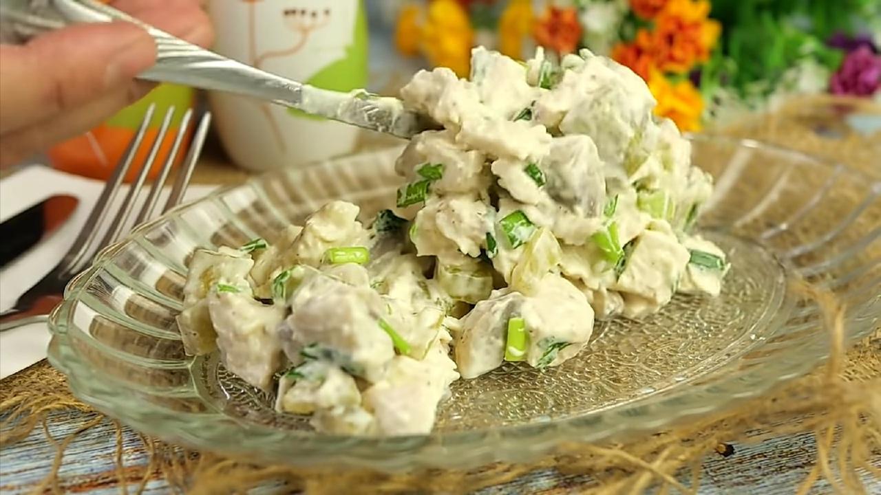"""Салат из грибов и курицы """"Наслаждение"""""""
