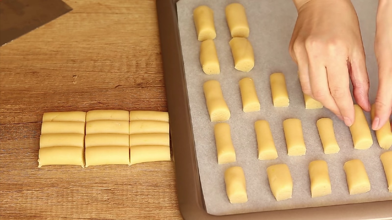 кладем тесто в духовку
