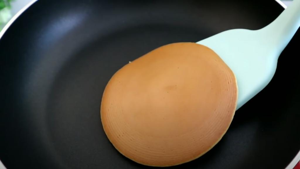 фото японских блинов на сковороде