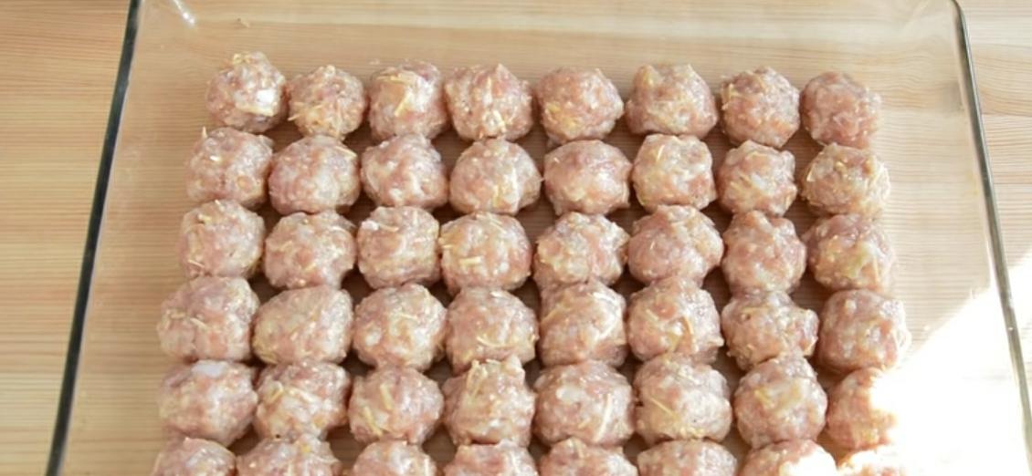 Формируем шарики и запекаем их в духовке