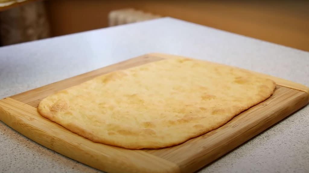фото готового коржа для пирожного мимоза