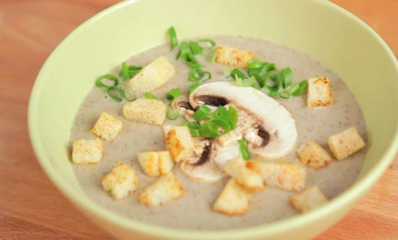 фото грибного крем-супа с гренками
