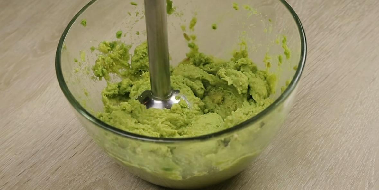фото измельченного авокадо для гуакамоле