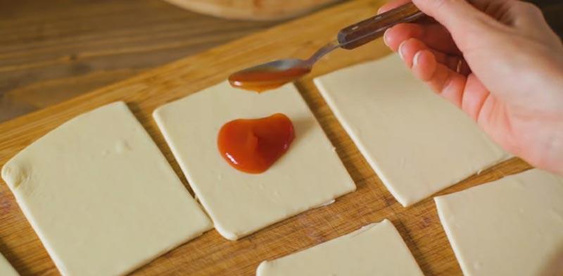 фото теста с томатной пасты для пиццы-бомбочек