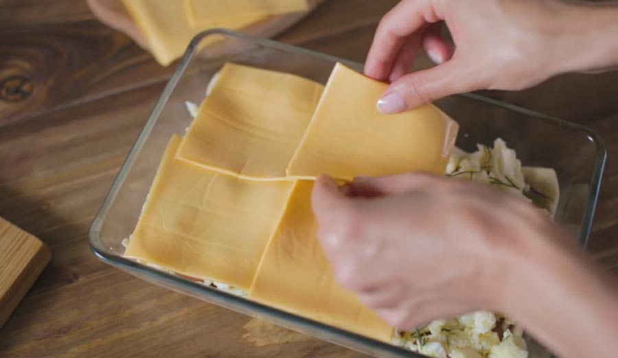 фото приготовления пирога с ветчиной и омлетом