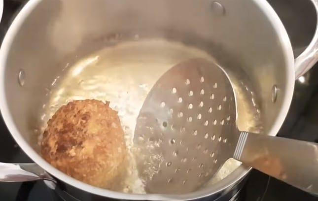 фото процесса жарки мороженого